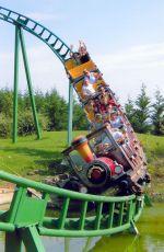 Le Train de la Mine dévale à toute vitesse dans le parc à thème Cigoland