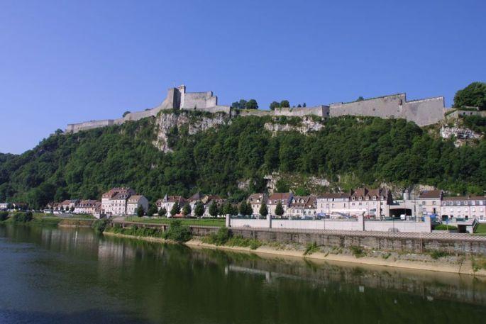 La Citadelle domine la ville de Besançon