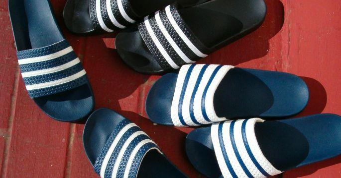 Ne pas porter de claquettes, surtout pas avec des chaussettes !