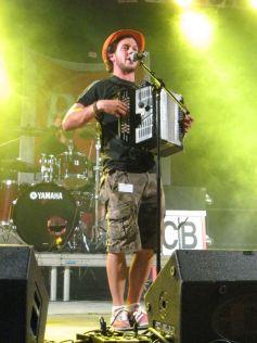 Claudio Capéo, des chansons explosives qui cartonnent sur scène