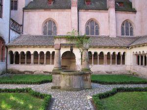 https://www.jds.fr/medias/image/cloitre-eglise-saint-pierre-le-jeune-strasbourg-13985