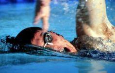 S\'inscrire à un club de natation est la solution pour progresser rapidement.