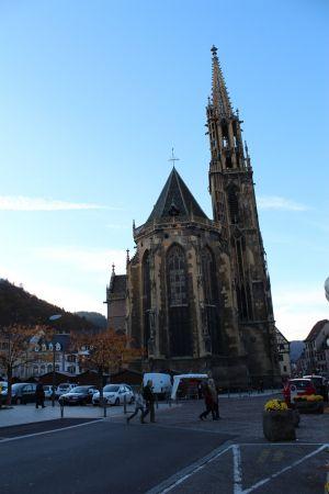 La Collégiale Saint-Thiébaut a été édifiée entre le XIIIe et le XVe siècle