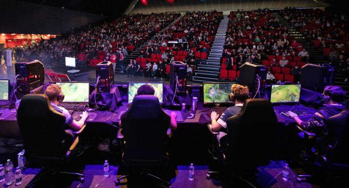 Des tournois en live et en public!