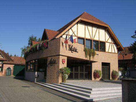 Combiner traditions et modernité, ici avec la mairie d\'Eckweyersheim