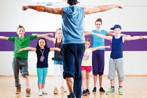Les élèves étudieront le chant, le théâtre, la danse et feront tout un travail sur la voix