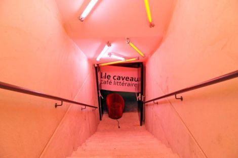 Comme son nom l\'indique, le Caveau se trouve sous le Café littéraire de Saint-Louis