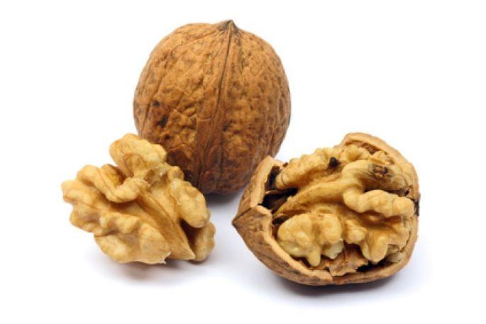 Comment hacher des noix facilement sans en mettre partout ?