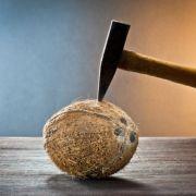 Comment ouvrir une noix de coco ?
