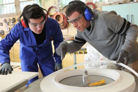 Le contrat d\'apprentissage est pour les jeunes un bon moyen d\'entrer vite dans le monde du travail.