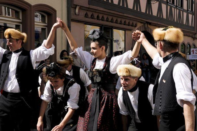 Le cortège du dimanche pendant les Fêtes de la Pentecôte à Wissembourg