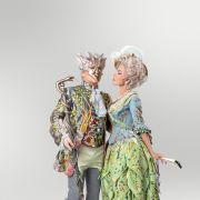 Costumes exquis des bals du carnaval de Venise