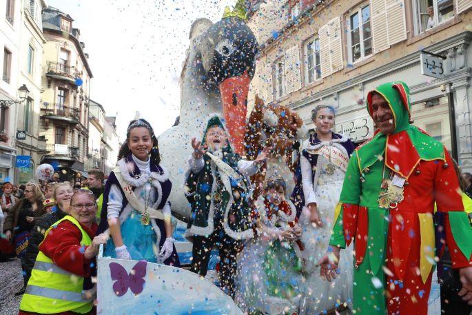 La cour princière du Carnaval de Colmar pendant le défilé