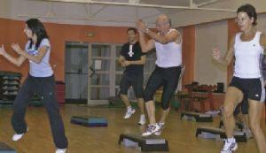 https://www.jds.fr/medias/image/cours-de-fitness-avec-prof-vs-cours-de-fitness-de-23807
