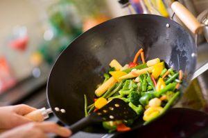 La cuisine au Wok permet de conserver la consistance croquante de nombreux aliments