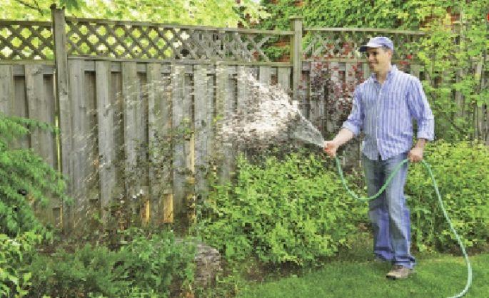 Demandez donc à votre voisin d'arroser votre  jardin pendant votre absence