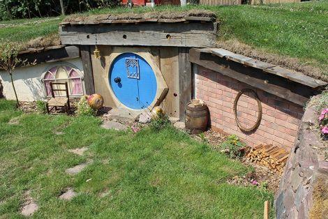 Une maison de hobbit à découvrir aux Jardins du temps à Illzach
