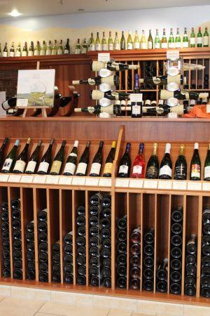 Des vins de Bourgogne à ceux d\'Alsace, des vins Californiens à ceux de Nouvelle-Zélande, faites un tour du monde des vins dans cette boutique