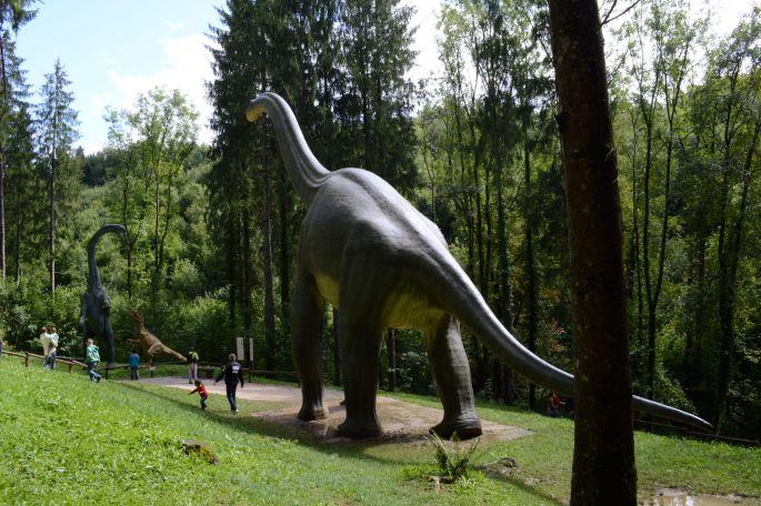 Les impressionnants dinosaures vous attendent au parc Dino Zoo