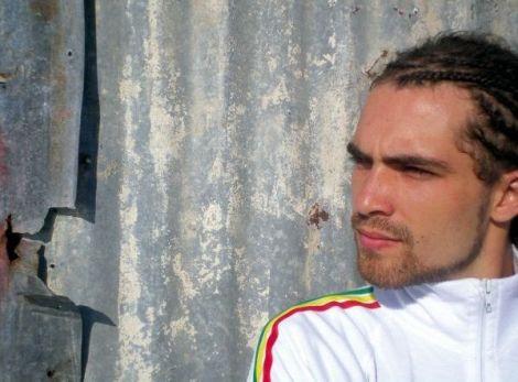 Djanta est allé en Jamaïque pour enregistrer une partie de son premier album