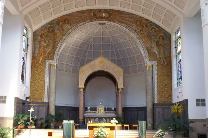 L\'intérieur de l\'Eglise Sainte-Jeanne-d\'Arc