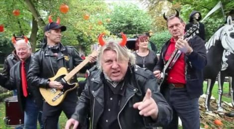 Extrait du clip E Waj in D\'Hell, reprise de Highway to hell du groupe ACDC