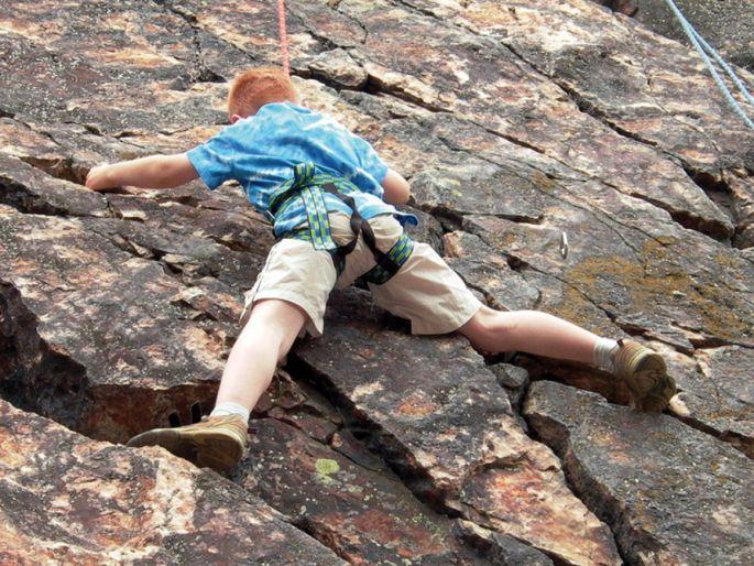 Même les débutants peuvent pratiquer l\'escalade en montagne, à condition d\'être accompagné par un guide