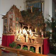 Exposition d\'une crèche géante sculptée en bois