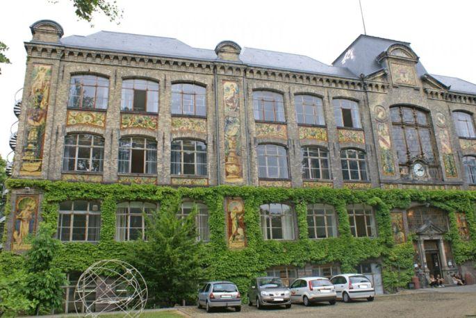 La superbe façade de l\'ESADS est classée monument historique depuis 1981