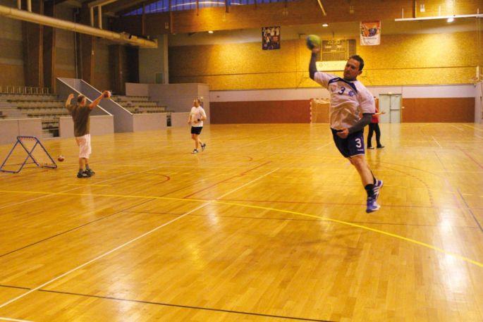 Les loisirs adultes s\'entraînent le lundi soir au gymnase André Erbland à Mulhouse