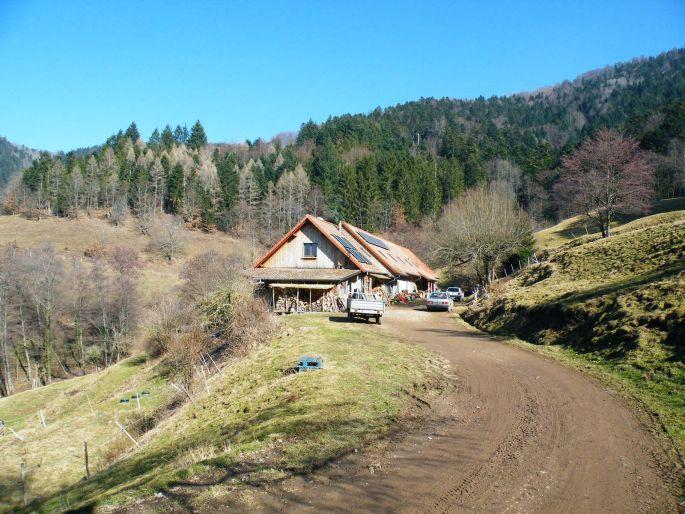 La ferme auberge de l\'Ostein dans son cadre naturel