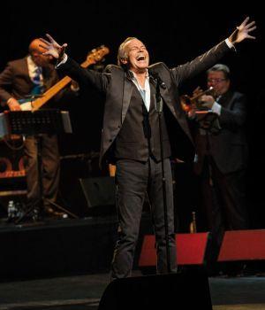 Michel Leeb rendra hommage aux grands noms de la chanson : Sinatra, Dalida, ray Charles...