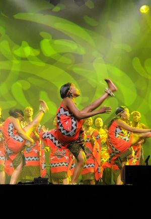 Le continent africain est mis à l\'honneur pendant l\'édition 2013 du Festival du Houblon à Haguenau, ici avec des danseuses d\'Afrique du Sud