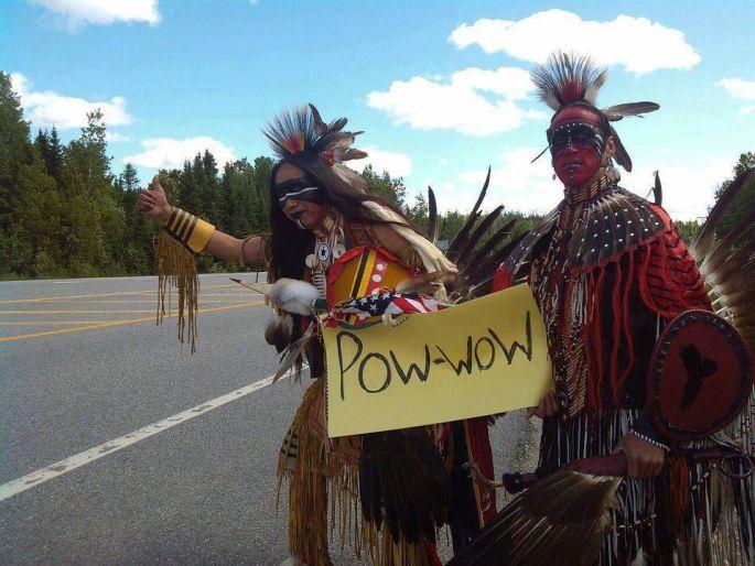 Direction le Festival Pow Wow à Steinbourg pour ces deux indiens:)