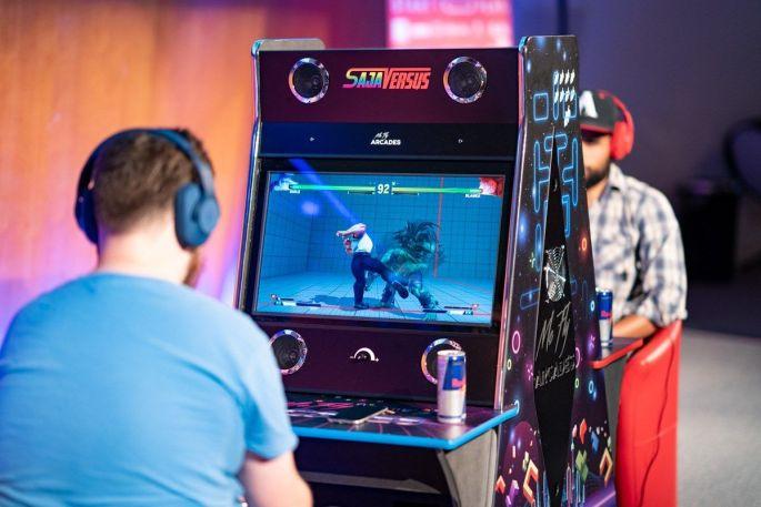 Des bornes d\'arcade pour jouer au festival Start To Play