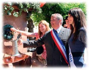 Le vin coule de la Fontaine de Wangen lors de la fête traditionnelle du village !