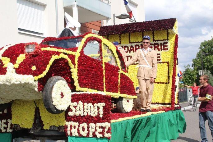 Les chars fleuris font la réputation de la Fête de la Mirabelle à Dorlisheim