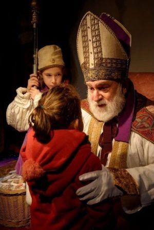 St-Nicolas rencontre les enfants
