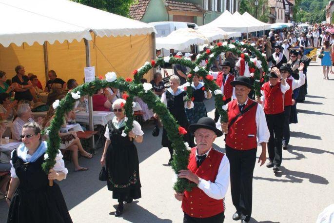 Le défilé de la Fête des Cerises à Westhoffen