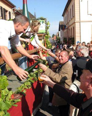 Le cortège de la Fête du Vin Nouveau à Wuenheim