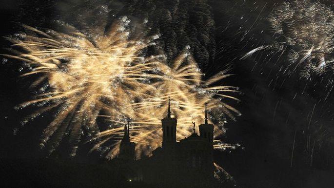 Le feu d\'artifice à Lyon, au dessus de la Basilique de Fourvière