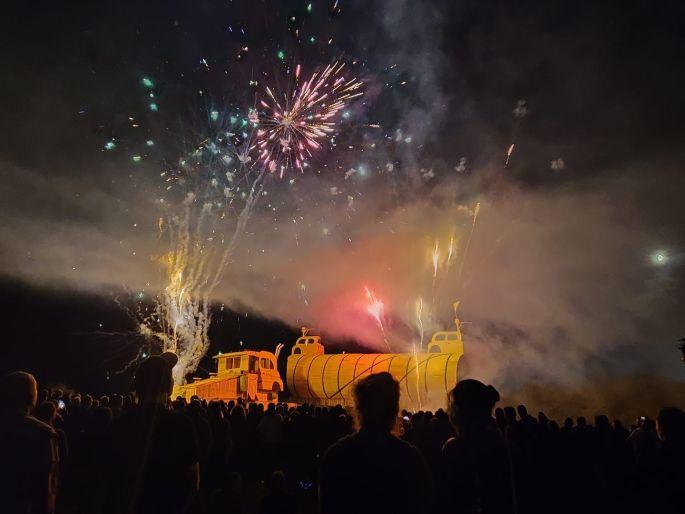 Le feu d\'artifice au dessus de la chavande du Feu de le St Jean de Fontenoy le Château