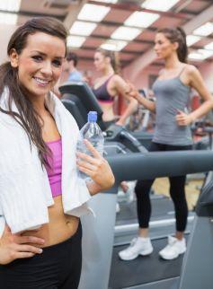 Le fitness est l\'une des activités les plus couramment pratiquées dans les salles de sport.