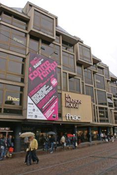 La FNAC est un des magasins piliers de la place Kléber