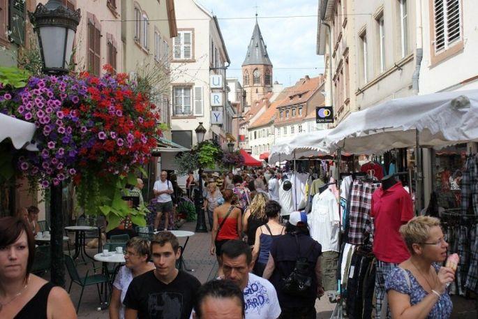 Plusieurs braderies envahissent les rues de Haguenau pendant l\'année
