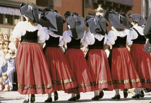 https://www.jds.fr/medias/image/folklore-alsacien-110346