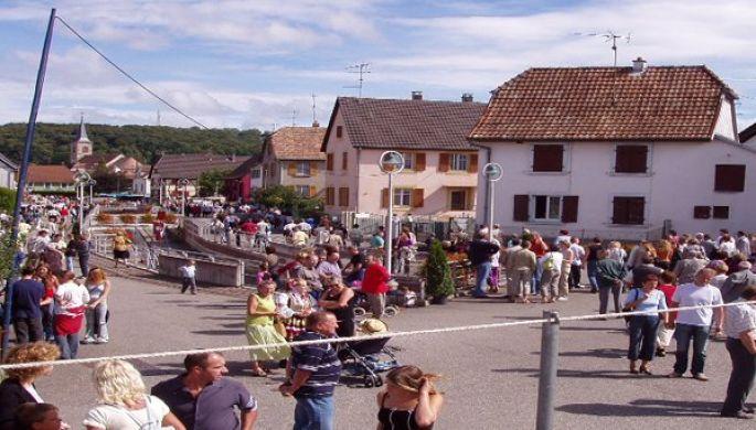 Fêtes des rues (Fascht Rund um d'Bach) à Carspach