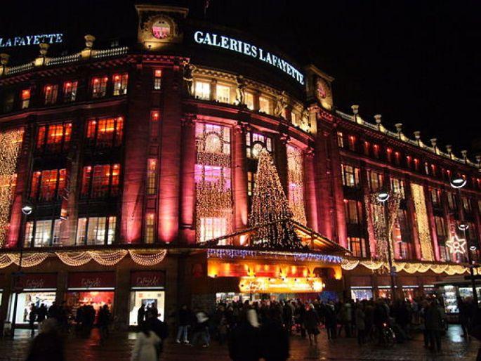 Comme le magasin de Paris, les Galeries Lafayettes de Strasbourg se parent de mille feux à Noël