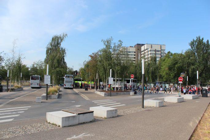 Place d\'arrêt et de départ des bus