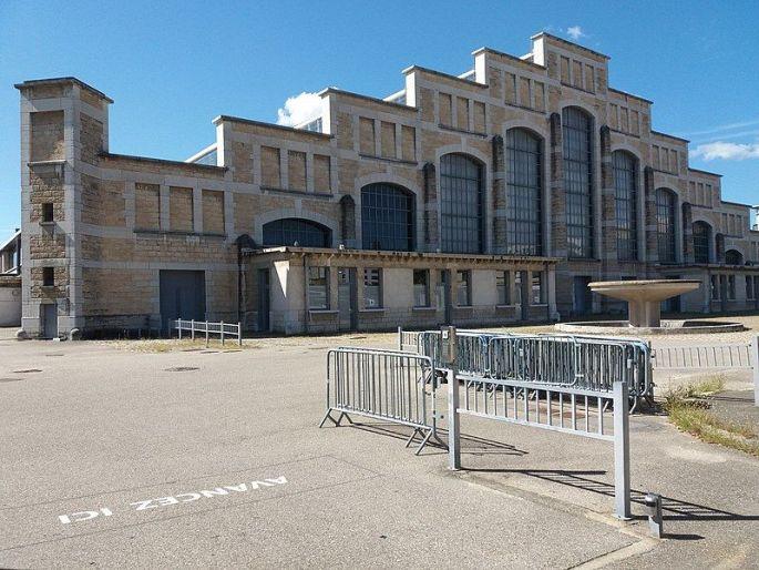 La forme caractéristique de la Halle Tony Garnier à Lyon